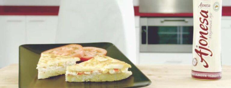 tortilla rellena con ajonesa